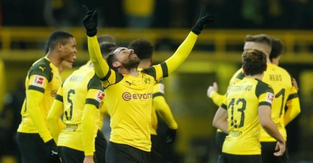2:1 against Werder Bremen : Borussia Dortmund fall celebrates championship