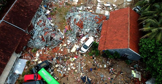 222 dead and at least 843 people injured by the tsunami Indonesia: shocking pictures show how flood impacts during concert