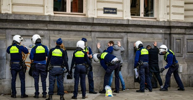 50 activists governance-held in the centre of Antwerp and manifestation yellow vests