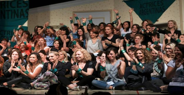 A complaint for a violation of a minor joins the actresses argentinas