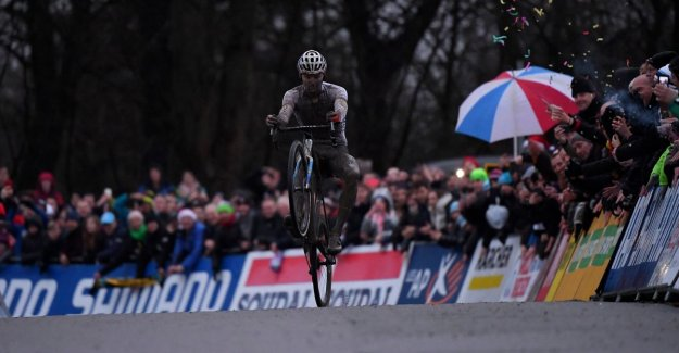 Also Citadel of Namur is Van der Poels playground: king of the field opts for a new solo, Van Aert, after the bad start nice second