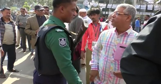 At least ten killed on election day in Bangladesh