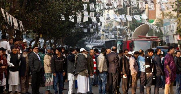 Been at least seven dead in verkiezingsgeweld in Bangladesh