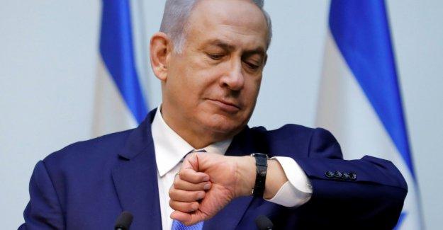 Benjamin Netanyahu driver campaigning against the clock