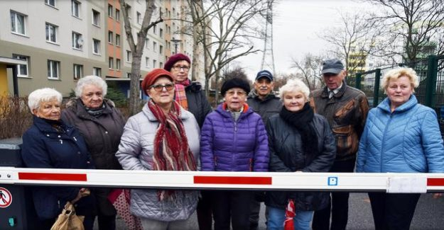 Berlin-Lichtenberg : Who wants to Park in front of the apartment, must pay now
