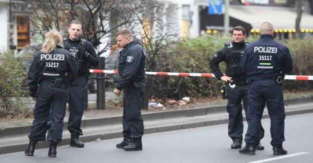 Berlin-Moabit : motorist drives with control on police officers – this shoots