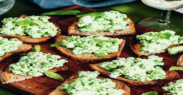 Bruschetta with peas, mint and feta cheese