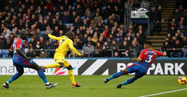 Chelsea move from Arsenal after narrow victory