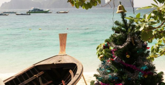 Commercial cooperation with a beach ball: variation of christmas: I Saw the day going in Thailand