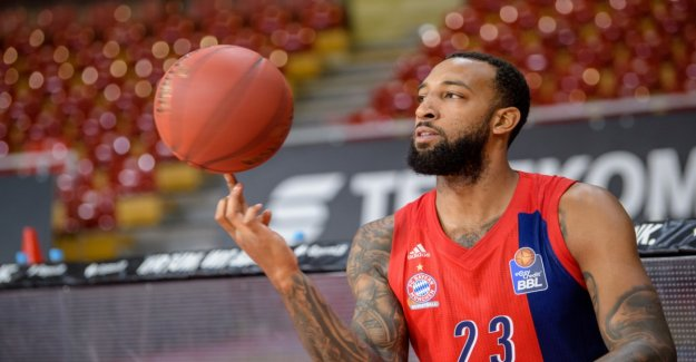 Derrick Williams dunkt Bayern to victory against Alba