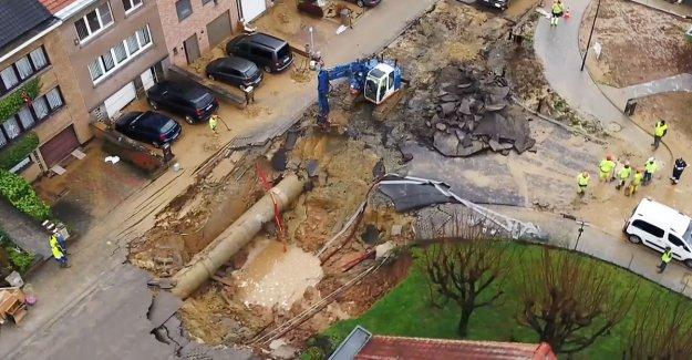 Dronebeelden show huge crater after water leak in Sint-Pieters-Leeuw, contingency of power