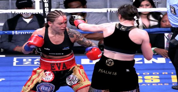 Eva Wahlström suffered professional career first loss - a dramatic situation to turn the match right at the beginning: Eva go berserk