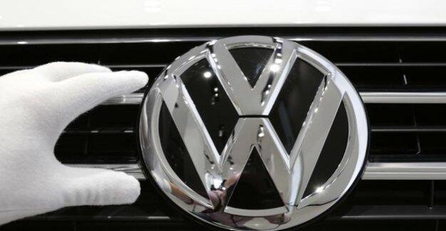 Exhaust gas scandal at Volkswagen : VW admits irregularities in the new exhaust Software