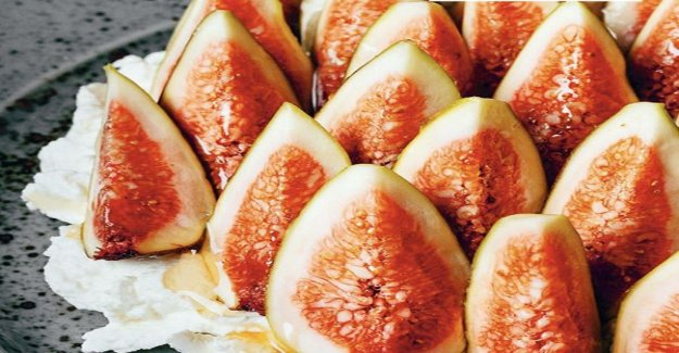 Figs with ricotta and honey