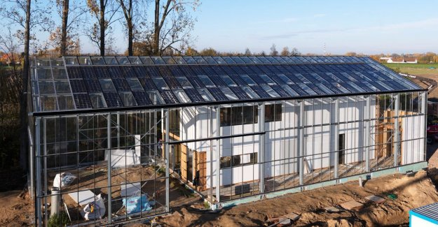 First in Belgium: family moves to first autonomous bio-ecological house-in-a-greenhouse