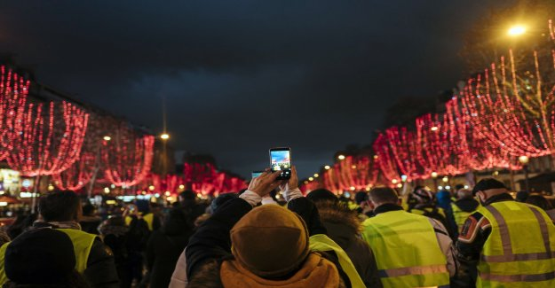 French protests continue on a smaller scale