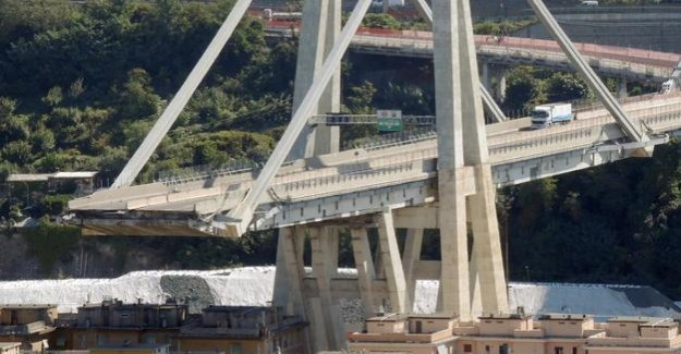 Genoa : Last truck rolls out of the collapsed bridge
