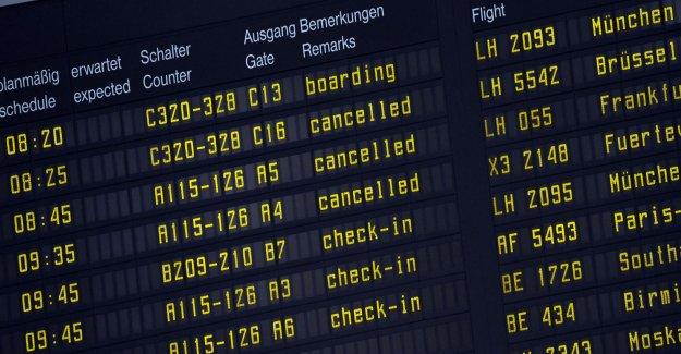 German airport closes for suspicious car