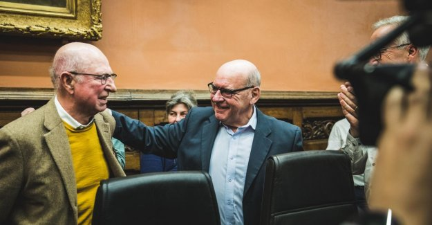 Ghent city council takes with a standing ovation farewell of mayor Termont