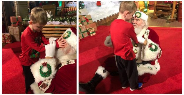 Heartwarming: mom puts in time at which blind son (6) for the first time, the santa claus meet
