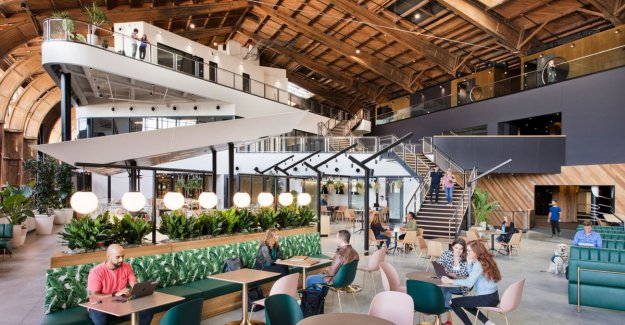 Here do you want to work in: hangar of 229 metres is new office of Google