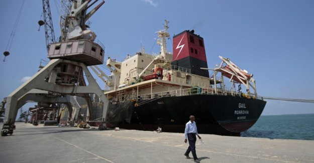 Houthi rebels to withdraw from an important port