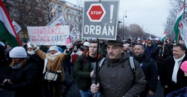 Hungary : thousands protest in Budapest against the slavery law and Orban