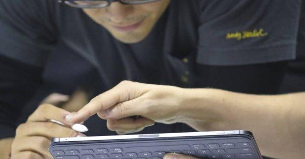 Just too bad Apple says: Animals iPad is born bent
