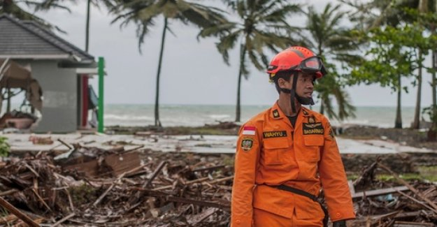 Many Dead after Tsunami - authorities are warning of possible further tidal waves