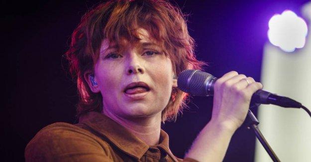 Maria: Singer should find a new job