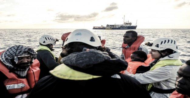 Migrantfartyg appeal: Open a port before christmas