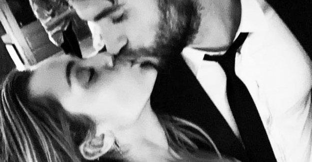 Miley Cyrus & Liam Hemsworth secretly married