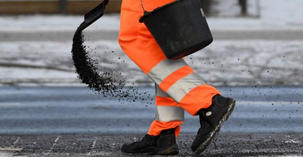 Municipality does not have to pay for fall on a slippery road
