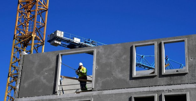 New budget threatens the construction of 5,000 housing units