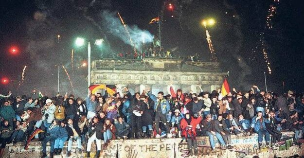 New year's eve of 1989 : Berlin celebrated the new year after the fall of the wall