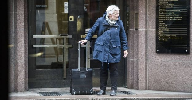 Now start the case: the funeral director met the Woman with the heavy suitcase