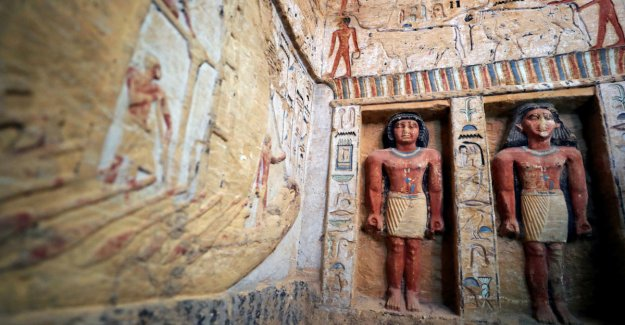 Outstanding discoveries in Egypt: - the Color is almost intact after 4400 years