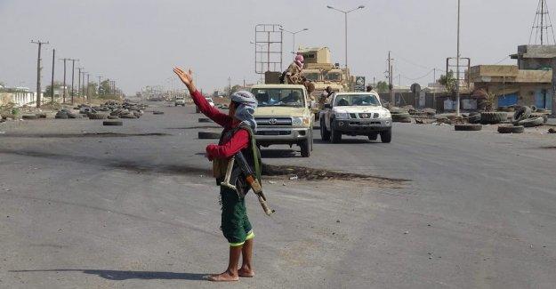 Rebels reportedly pull back in Yemen