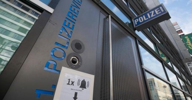 Right extreme network : investigation in the Frankfurt police, extended