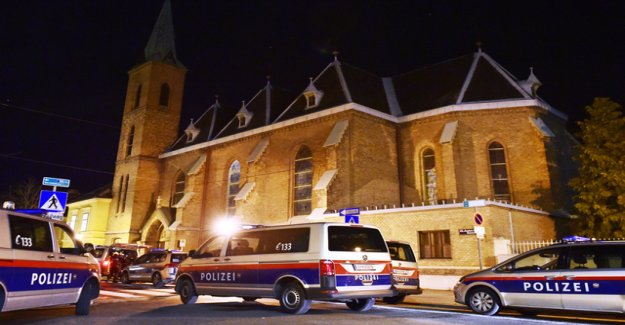 Robbers invade Church in Vienna and hurt monks