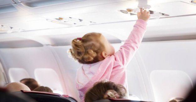 See the tåkrummende video: air passenger forgets to bring up his child