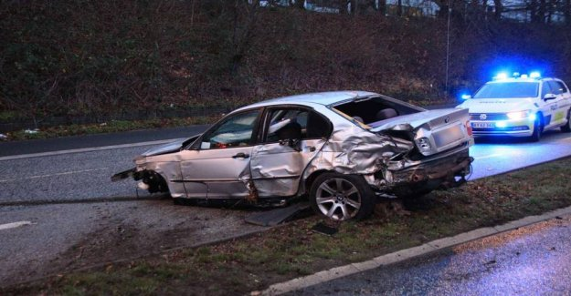 Serious accident: Car catapulted over the central reservation