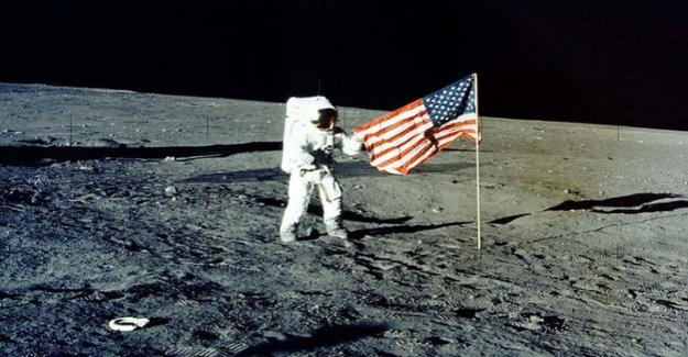 Space : The new race to the conquest of the moon