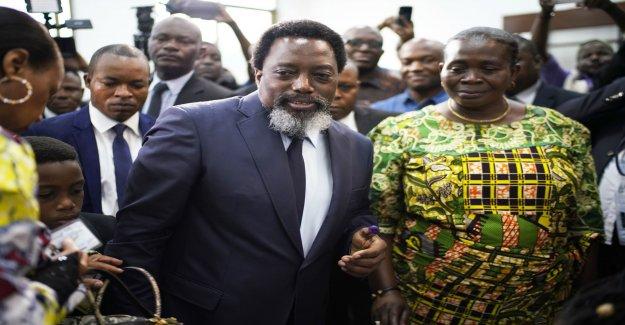 Storm and delays delays voting in Congo