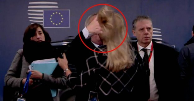 The EUROPEAN union-lowering and raising the top hairy gesture given more to stusse