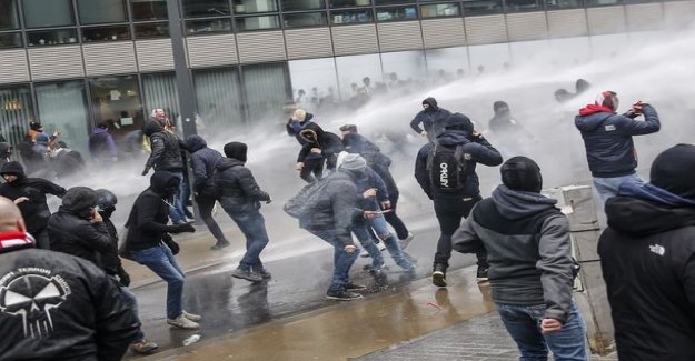 The UN migration convention protesters went to a riot in Brussels