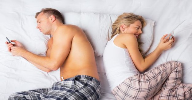This is why playing with prefer to your cell phone than your partner
