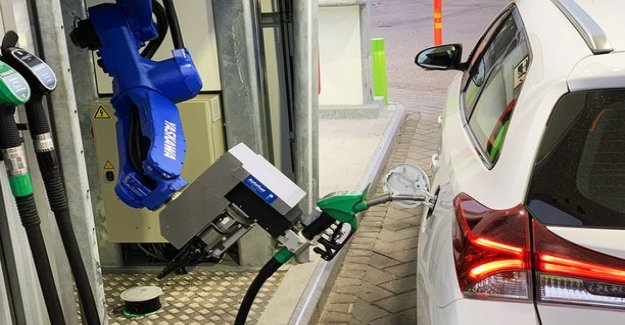 This you have not seen before: Liquid test of the robotic refueling Vantaa
