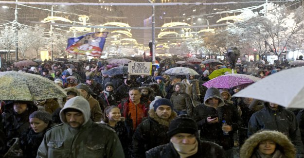 Thousands in protest against Vucic