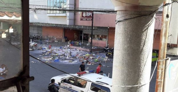 Two dead and 23 injured in explosion at shopping mall in the Philippines
